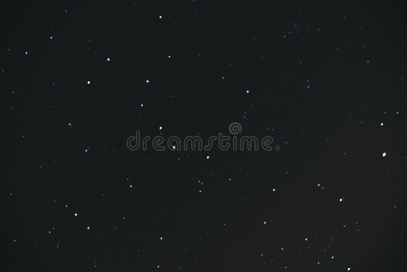 nacht sterrige hemel Nachthemel met veel Sterren Heel wat sterren op een donkere achtergrond royalty-vrije stock foto's