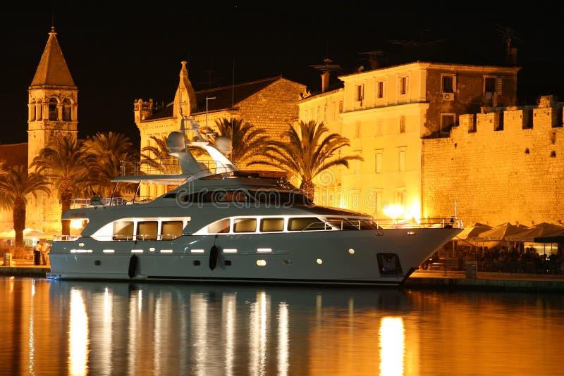 Nacht Trogir royalty-vrije stock afbeeldingen