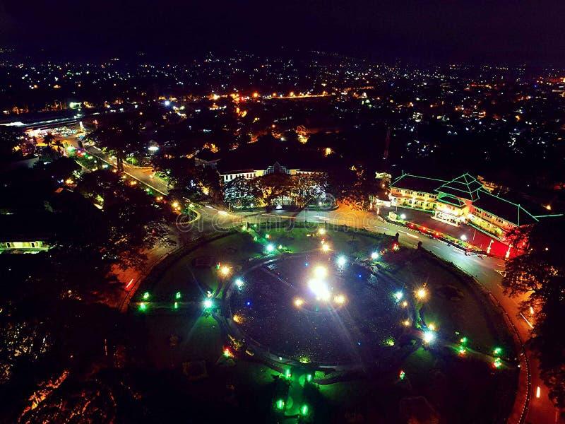 Nacht und Stadtlicht lizenzfreie stockbilder