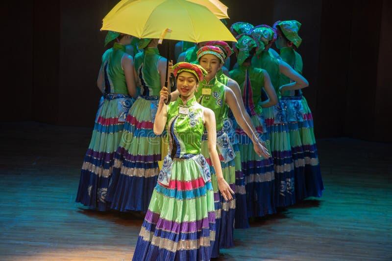Nacht vóór van huwelijk-dans de volksdans dramaaxi sprong-Yi stock afbeeldingen