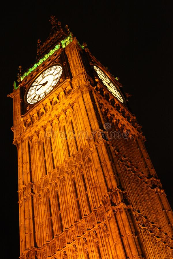 Nacht van Big Ben van Metrouitgang die wordt geschoten royalty-vrije stock foto