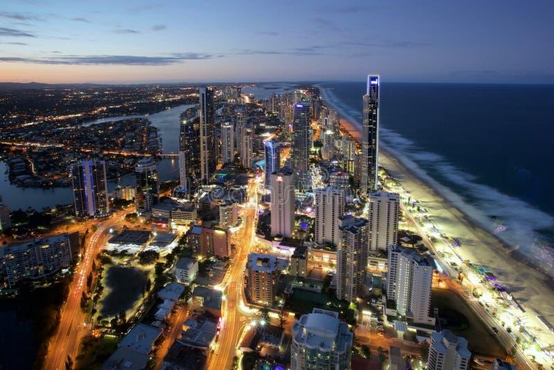 Nacht van de Gouden Kust Australië wordt geschoten dat van het Surfersparadijs stock afbeelding