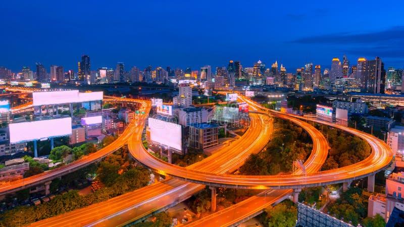 Nacht van de Metropolitaanse de Stadscityscape van Bangkok stedelijke horizon van de binnenstad de stad van Thailand, cityscape v stock foto