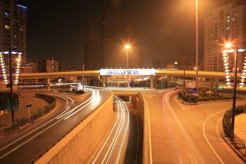 Nacht van de Snelweg van Qingdao de Oost-west royalty-vrije stock afbeelding