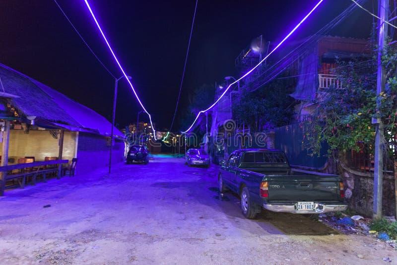 Nacht van 3de wereldstraat wordt geschoten in Kambodja dat royalty-vrije stock afbeeldingen