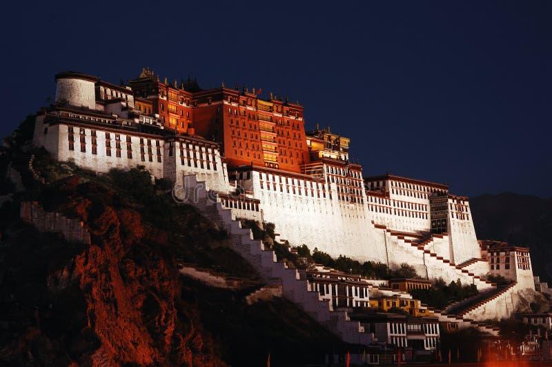 Nacht van het Paleis van Tibet Potala stock foto