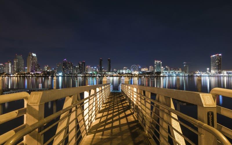 Nacht van San Diego dat Van de binnenstad wordt geschoten royalty-vrije stock foto's