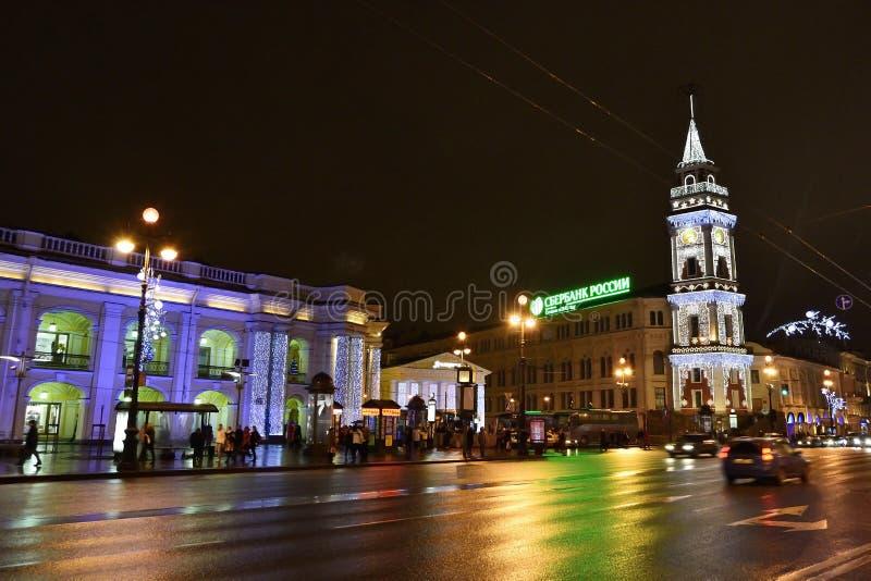 Nacht van St. Petersburg, Nevsky Prospekt stock foto's
