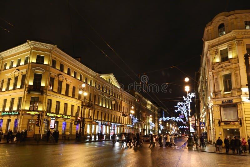 Nacht van St. Petersburg, Nevsky Prospekt royalty-vrije stock foto's