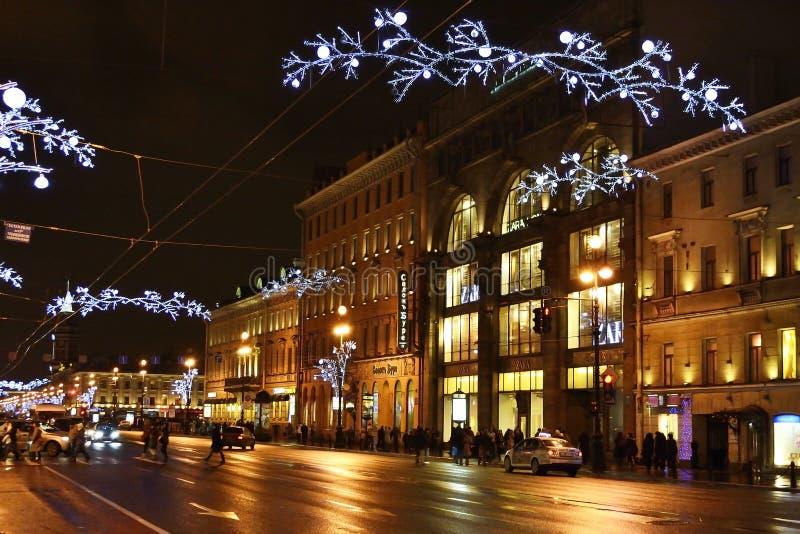 Nacht van St. Petersburg, Nevsky Prospekt royalty-vrije stock afbeelding