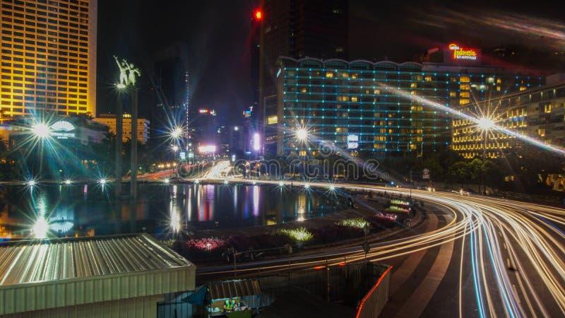 Nacht von Jakarta Indonesien lizenzfreie stockbilder