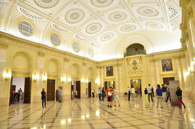 Nacht von Museen in Bukarest - Nationalmuseum der Kunst von Rumänien stockfoto