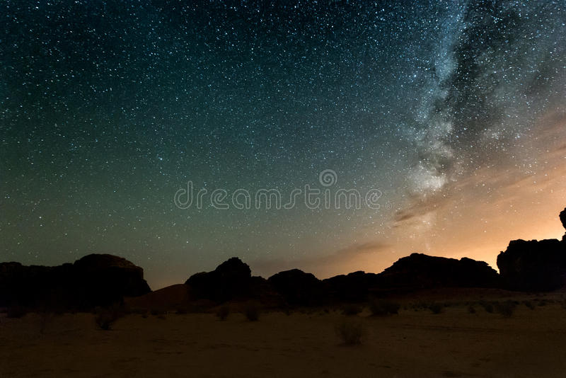 Nacht in Wadi Rum-Wüste jordanien stockbilder
