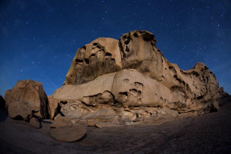 Nacht in woestijnbergen stock foto