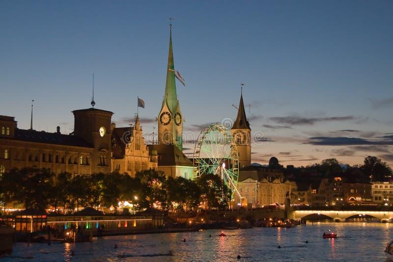 Nacht in Zürich lizenzfreie stockfotografie