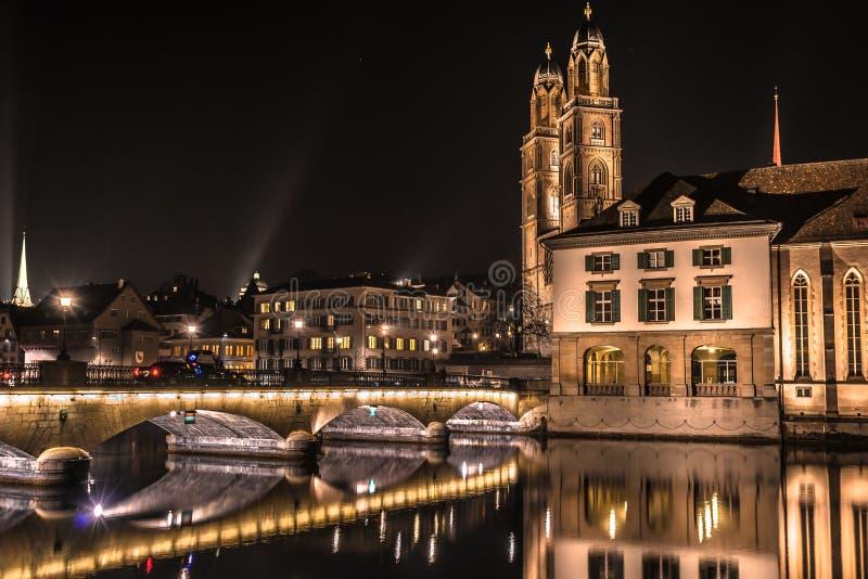 Nacht Zürich royalty-vrije stock afbeelding