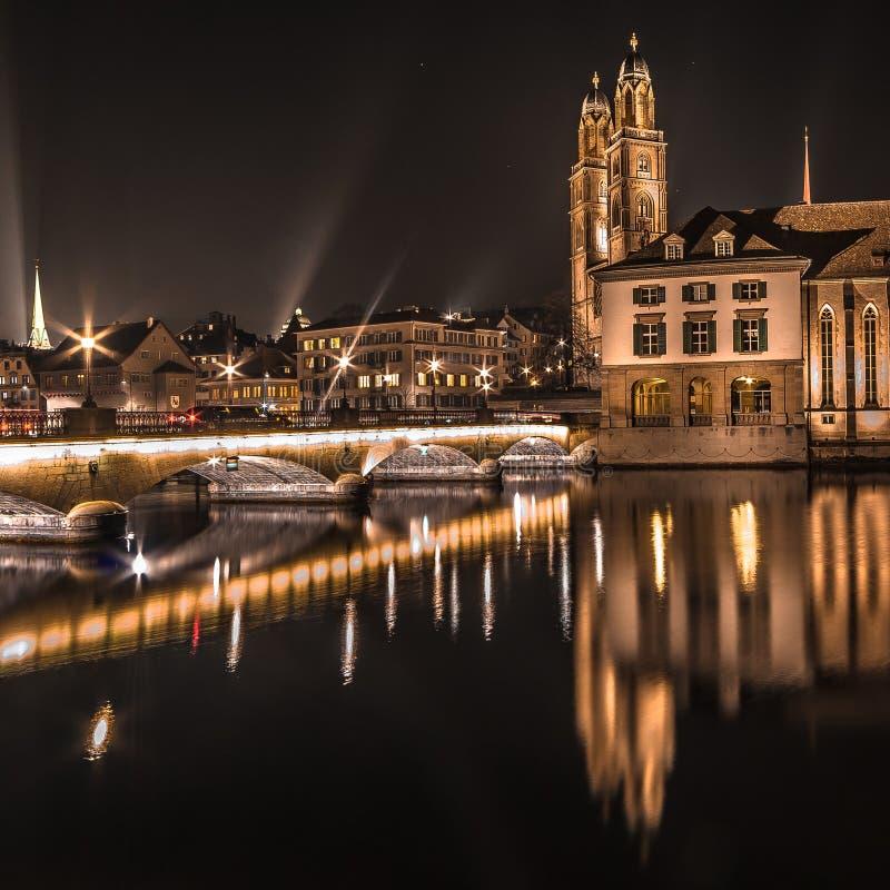 Nacht Zürich lizenzfreie stockfotografie