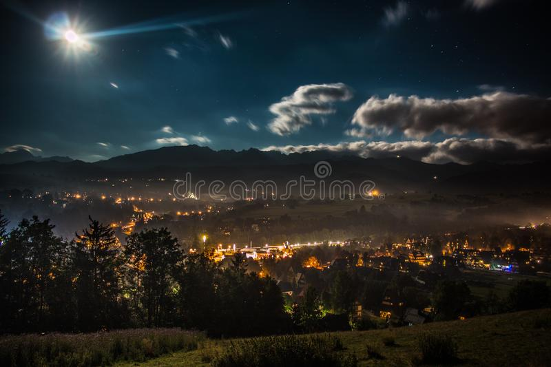 Nacht in Zakopane stock foto