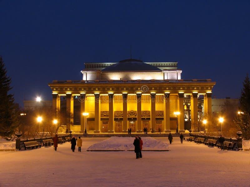 Nachtansicht über Novosibirsk-Oper und Ballett Theate stockfoto
