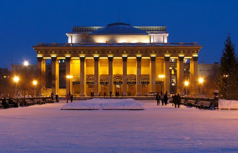 Nachtansicht über Theatergebäude stockfoto