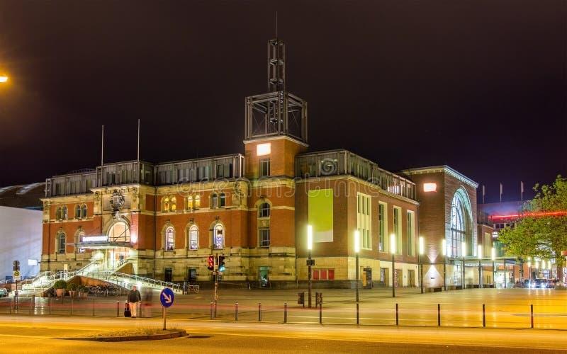 Nachtansicht Bahnhofs Kiels lizenzfreies stockfoto