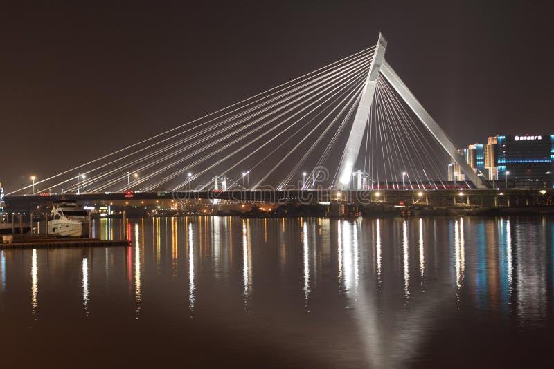 Nachtansicht der Ningbo-Promenaden-Brücke stockbilder
