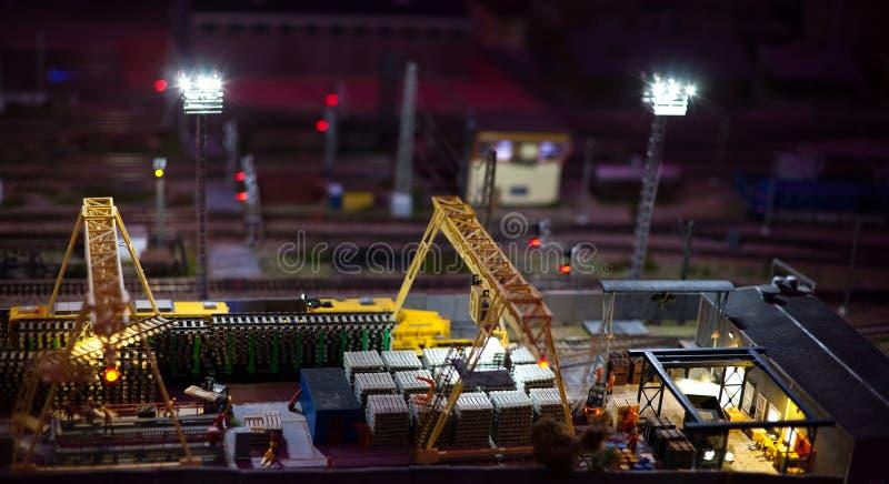 Nachtansicht des Bahnhofs der Fracht lizenzfreies stockfoto