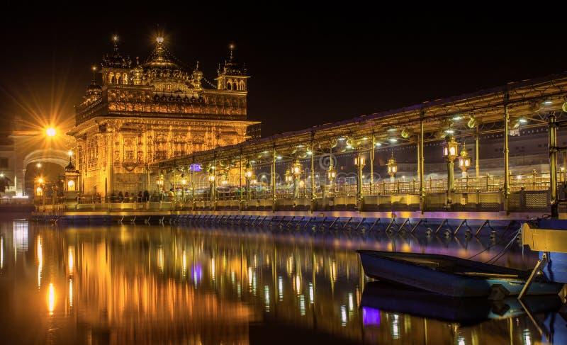 Nachtansicht des goldenen Tempels, Amritsar lizenzfreies stockbild