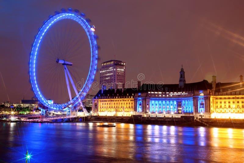 Nachtansicht des London-Auges stockfotografie