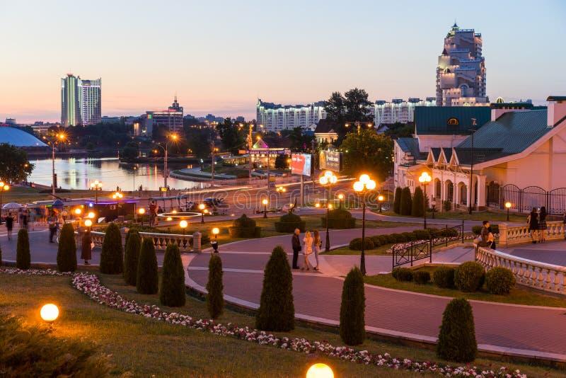 Nachtansicht des Minsk-Stadtzentrums, Weißrussland lizenzfreies stockfoto