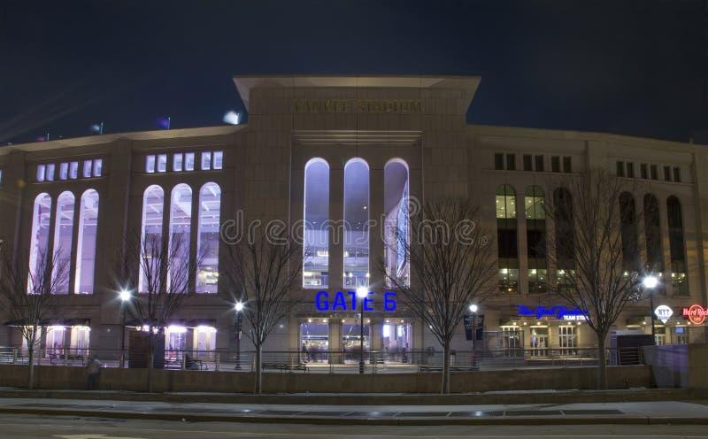 Nachtansicht des Yankee Stadium im Bronx New York stockfotos