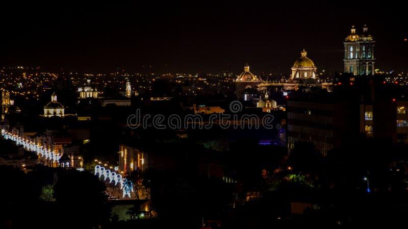 Nachtansicht die mexikanische Stadt von Puebla stockfotos