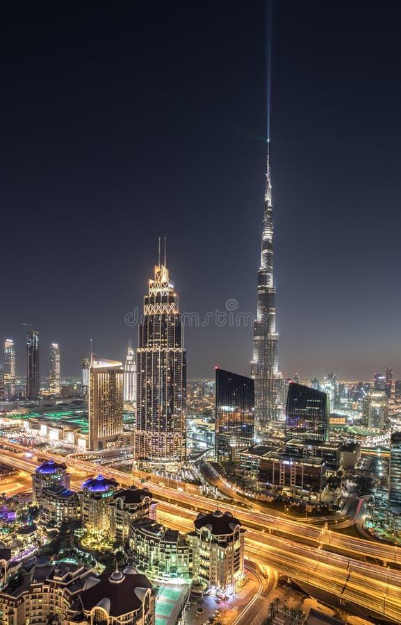 Nachtansicht im Stadtzentrum gelegenen Bezirkes Dubais lizenzfreie stockbilder