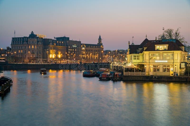 Nachtansicht Victoria Hotels lizenzfreie stockfotografie