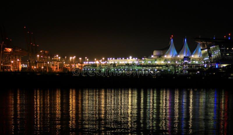 Nachtansicht von Canad-Platz lizenzfreie stockbilder