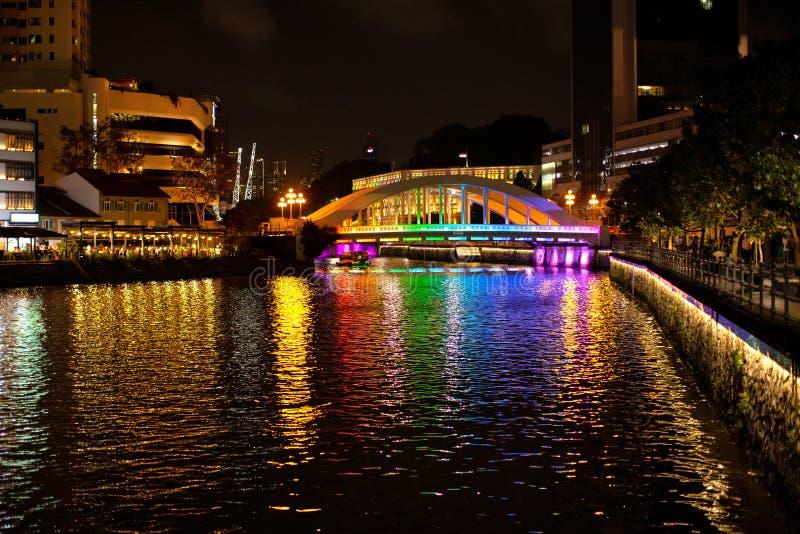 Nachtansicht von Elgin Bridge über dem Singapur-Fluss lizenzfreie stockbilder
