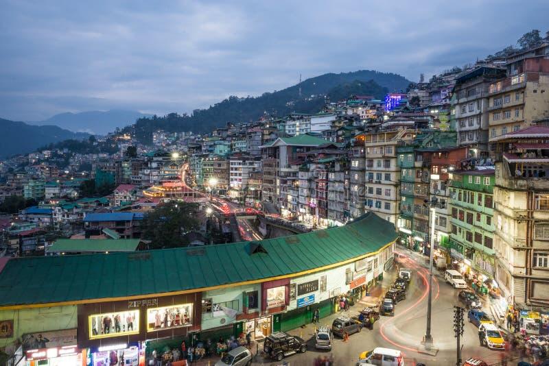 Nachtansicht von Gangtok-Stadt Indien lizenzfreies stockbild