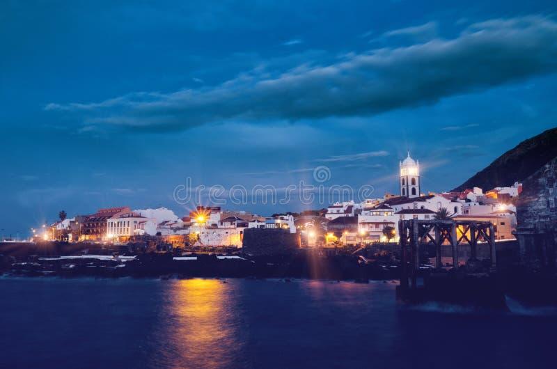 Nachtansicht von Garachico-Stadt Kanarische Inseln Teneriffas, Spanien gefiltert stockfoto