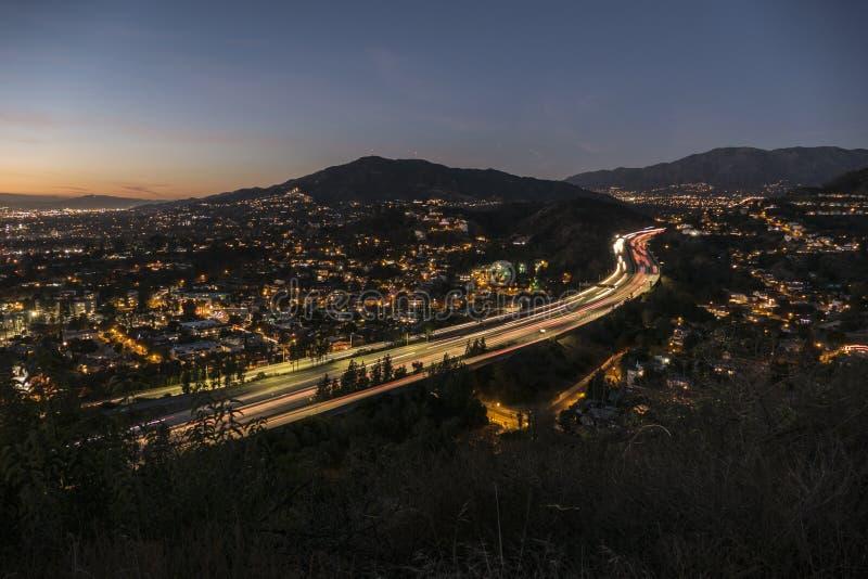 Nachtansicht von Glendale-Autobahn nahe Los Angeles Kalifornien stockfoto