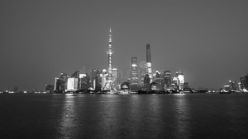 Nachtansicht von Shanghai in B&W stockbilder