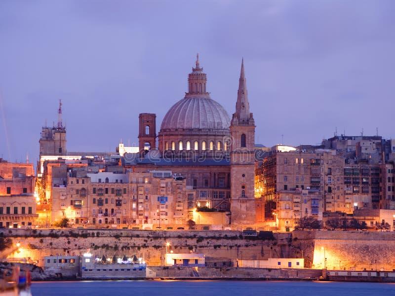 Nachtansicht von Valletta an der Dämmerung stockbild