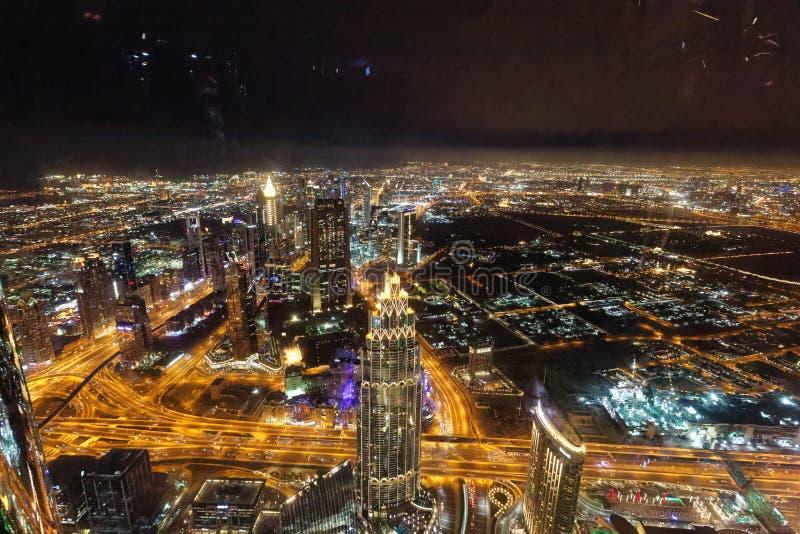 Nachtansichten von Dubai von Burj Khalifa, U A e stockbild