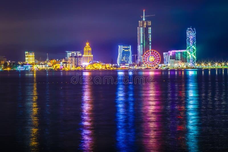 Nachtaufnahme Batumi Georgia lizenzfreies stockfoto