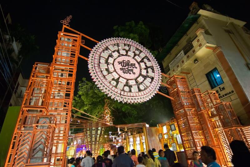 Nachtbeeld van Durga Puja Pandal, Kolkata, West-Bengalen, India stock foto