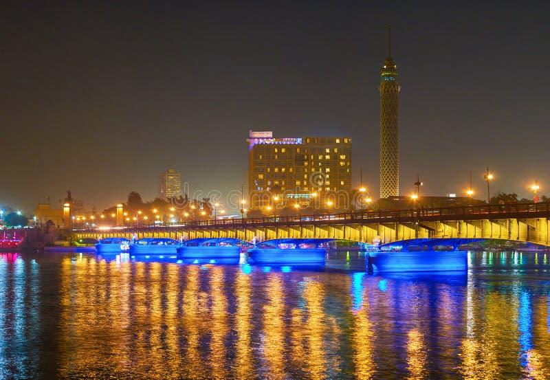 Nachtbeleuchtung in Kairo, Ägypten stockbilder