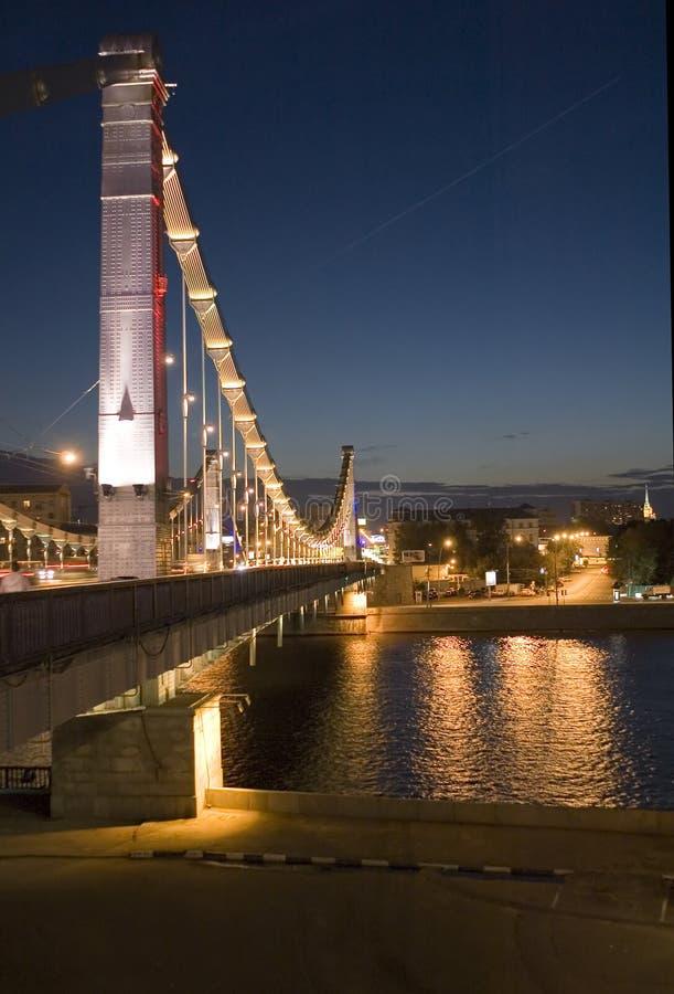 Nachtbrücke lizenzfreie stockfotografie