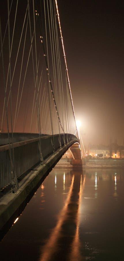Nachtbrückenfluß lizenzfreie stockfotos