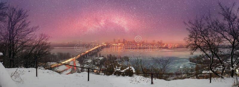 Nachtbrug Paton stock foto's