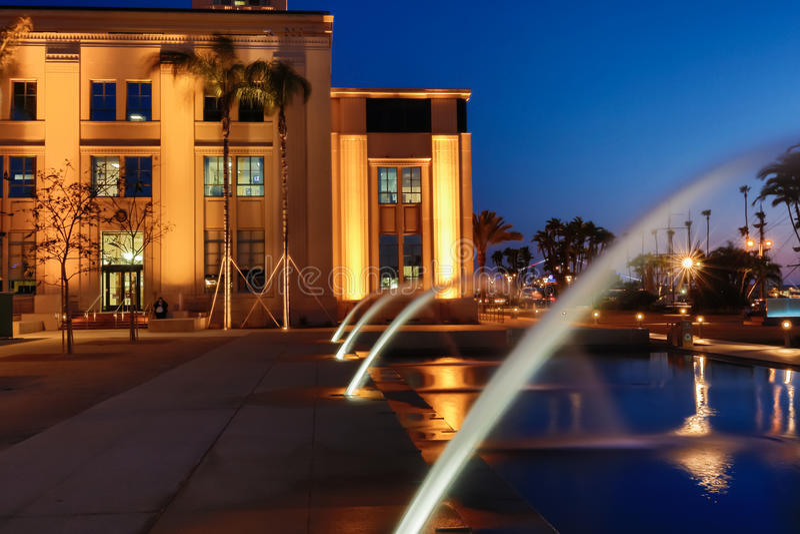 Nachtbrunnen lizenzfreie stockfotos