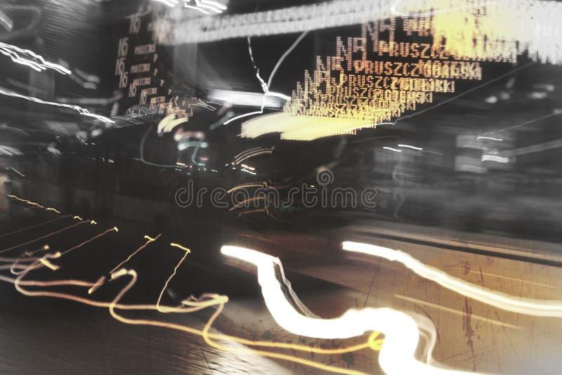 Nachtbus lizenzfreie stockbilder